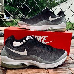 Nike Air Max • 749688-001 • Invigor Print Shoes